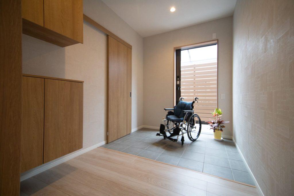 バリアフリー新築事例:段差の無い広い玄関